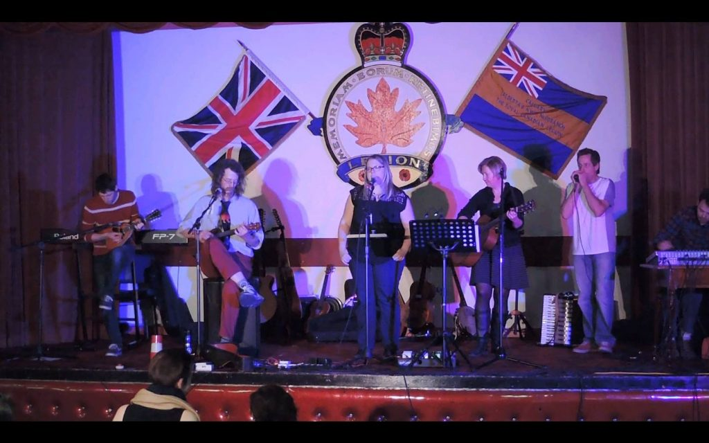 Goemon5 onstage with fellow musicians